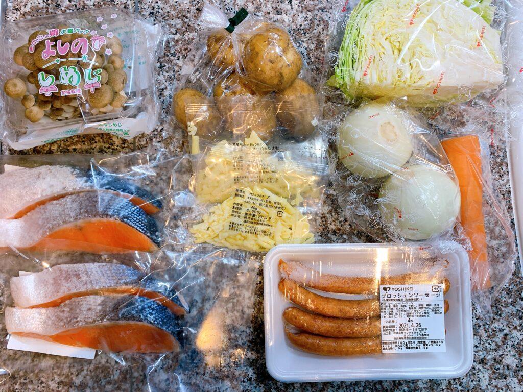 調理前の酒のチーズホイル焼き、粗挽きソーセージと野菜のコンソメ煮、じゃが芋のバター