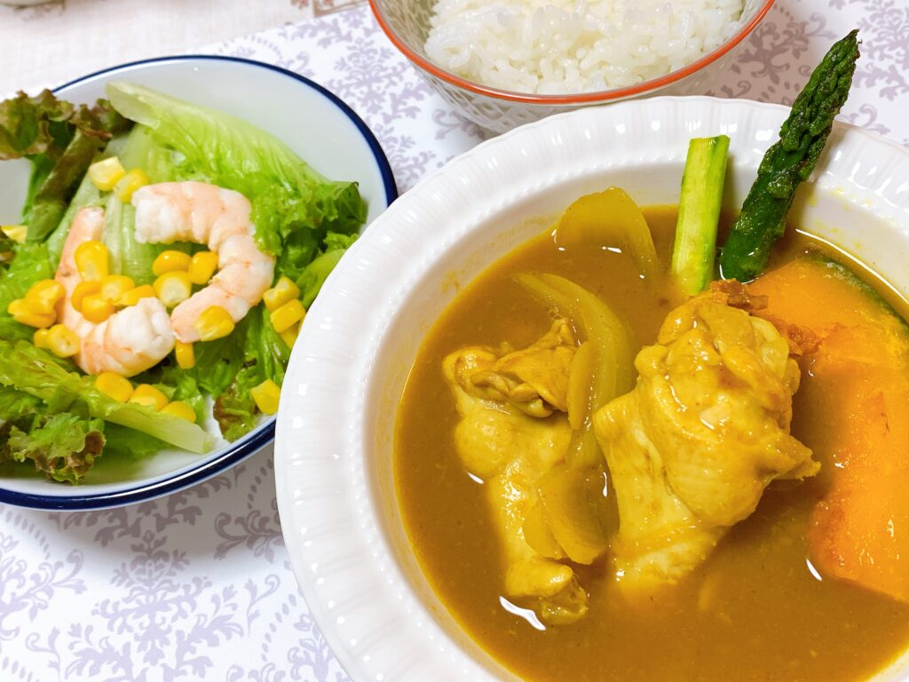 北海道スープカレー、えびのサラダ